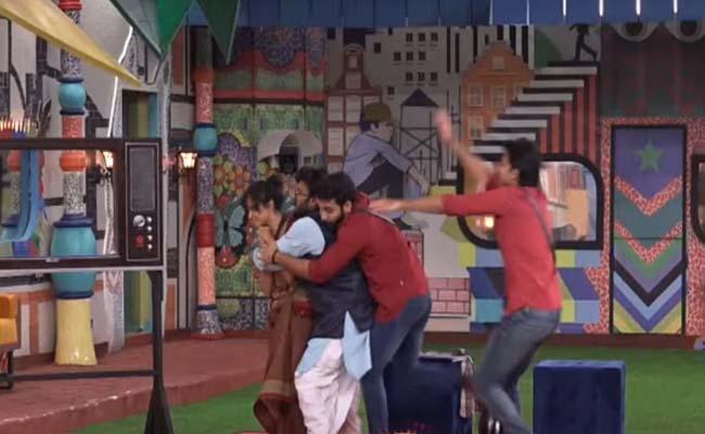 Bigg Boss 4 Telugu: Devi Nagavalli Comedy Punch In Skit - Sakshi
