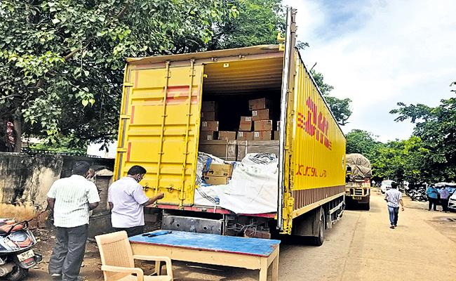 Redmi phones worth Rs 80 lakh stolen - Sakshi