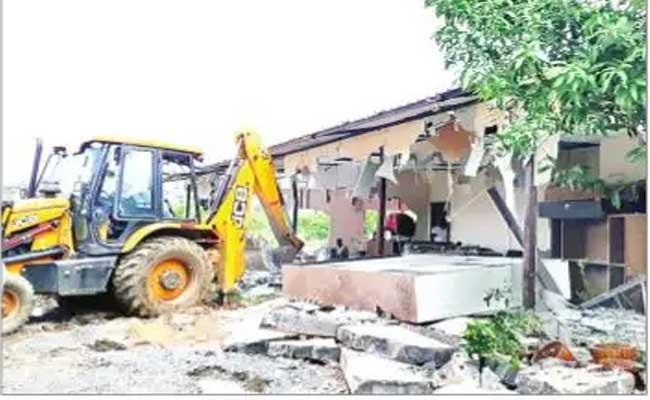 MLA Aruri Ramesh Camp Office Demolition In warangal - Sakshi