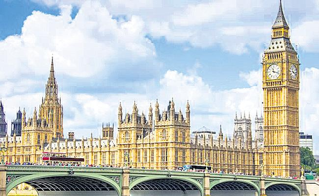 UK Warns Of Possible Second Lockdown As Coronavirus Cases Increase - Sakshi