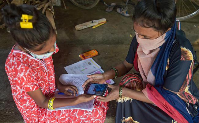 Government Schools In India Failed To Provide Digital Classes - Sakshi