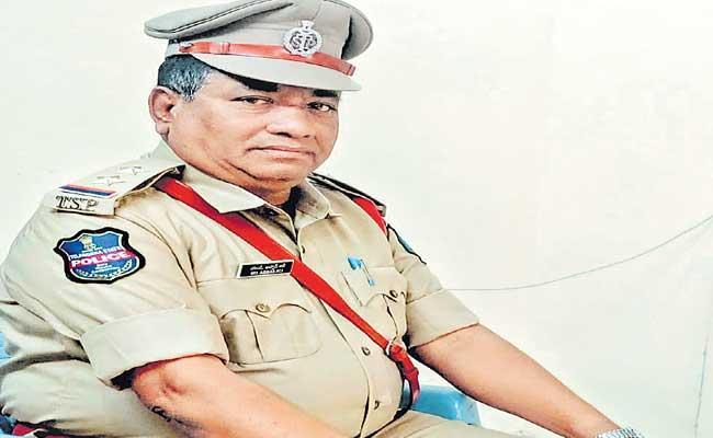 Detective Sub Inspector Of Madhapur Passed Away Due To Coronavirus - Sakshi