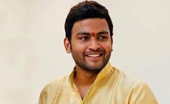 Yuvraj, Son Of Former Congress MLA  RV Devaraj Reaches CCB  - Sakshi