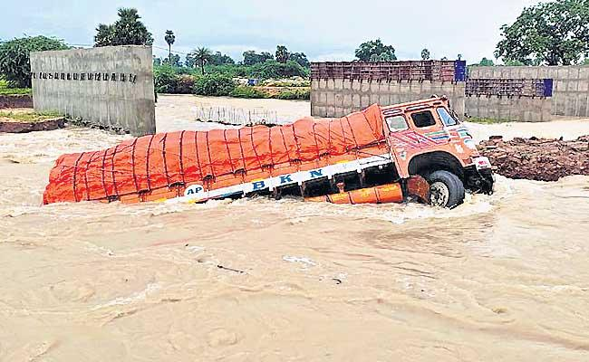 Heavy Rainfall In Nalgonda And Mahabubnagar Districts - Sakshi