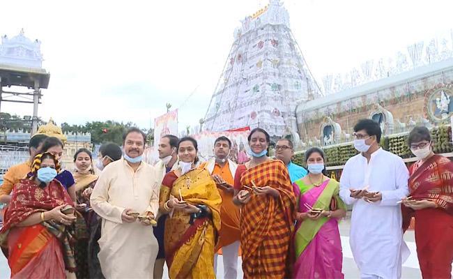 RP Patnaik visits Tirumala temple - Sakshi