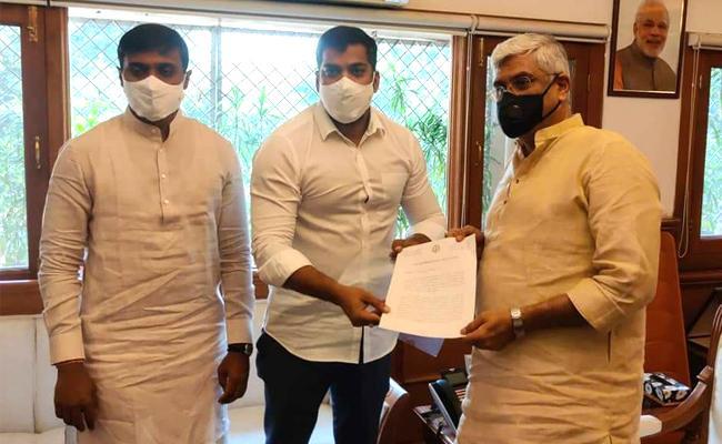 AP Delegation Meets Jal Shakti Minister Over Polavaram Dues - Sakshi