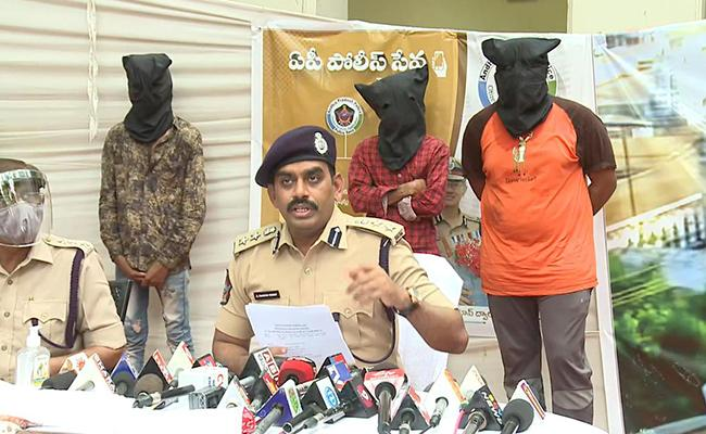 Three Arrested In Srikalahasti Statues Case - Sakshi