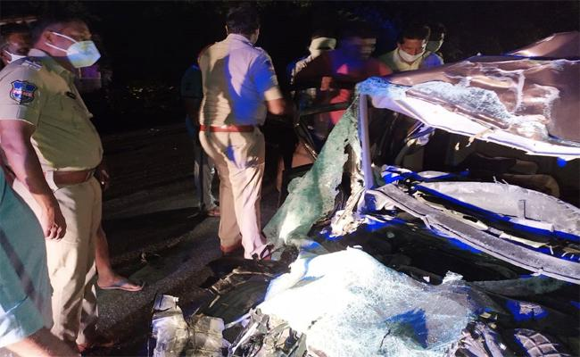 Lorry Accident: 5 Friends Assassinate In Accident In Warangal - Sakshi