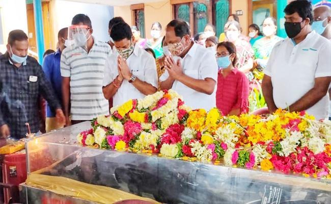 Former Minister Mathangi Narsaiah Funeral With Government Formalities In Ramagundam - Sakshi