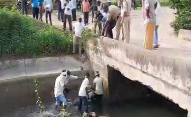 Two  Young People Died Under Suspicious Circumstances In Jagtial - Sakshi