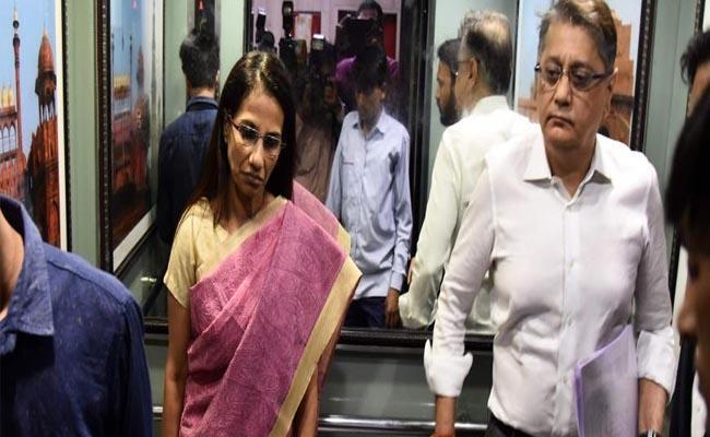 Former ICICI Bank chief Chanda Kochhar husband Deepak in ED custody  - Sakshi
