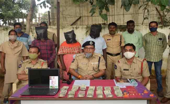 Fraud Gang Arrested Over Giving Government Jobs Mahabubnagar - Sakshi