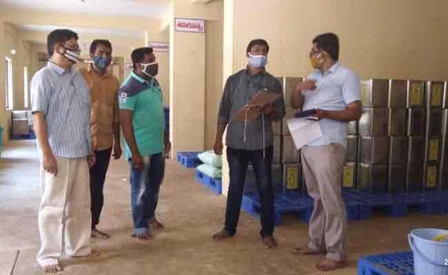 ACB Raids On Dwaraka Tirumala Temple In West Godavari - Sakshi